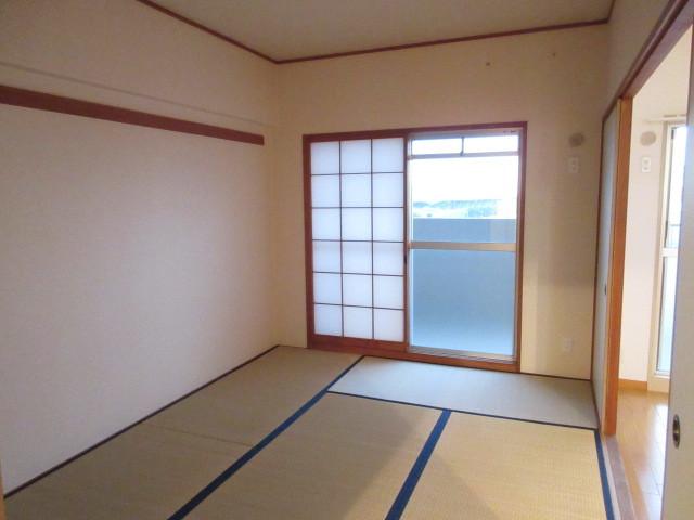 和室◆リビングに隣接した和室です。