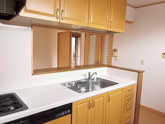 キッチンが「家の顔」素材にこだわった洗練空間
