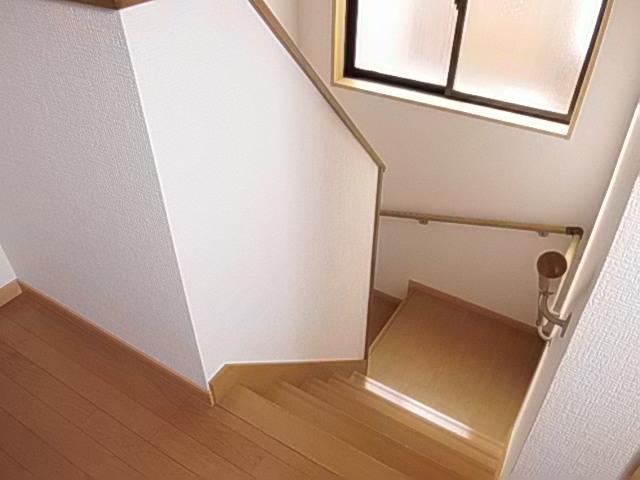 限られた空間でも明るく風通し良く、設計の工夫でかなえられたお家