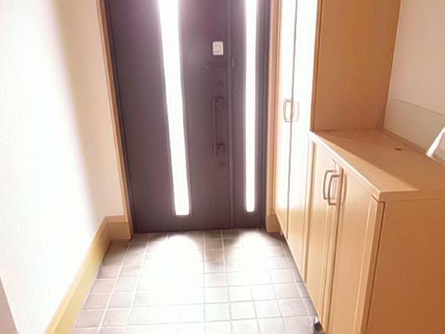 マイホームへいらっしゃい 自慢したくなる素敵な玄関です シューズボックス付きです