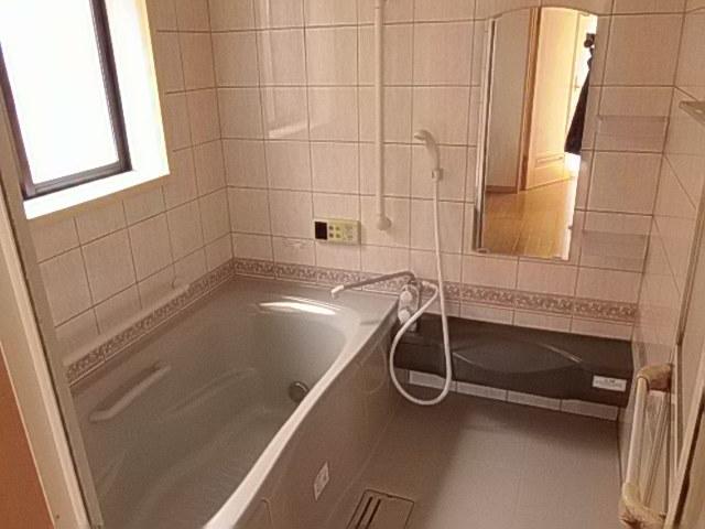 ゆったりと湯船に浸かれる浴室 一日の疲れを癒してくれます 換気もしっかりできますので、カビ対策にも効果的です