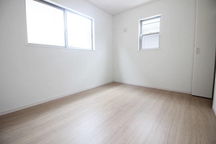 落ち着いた雰囲気でリラックスして過ごせる洋室です♪