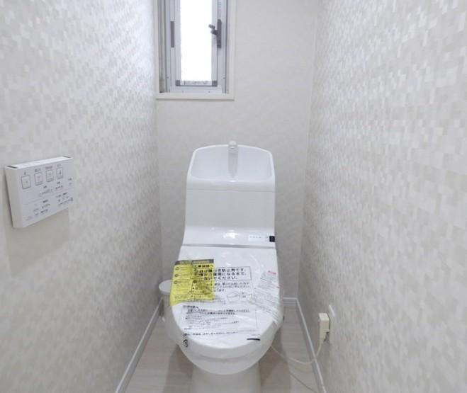 窓のあるトイレ。 換気できます。