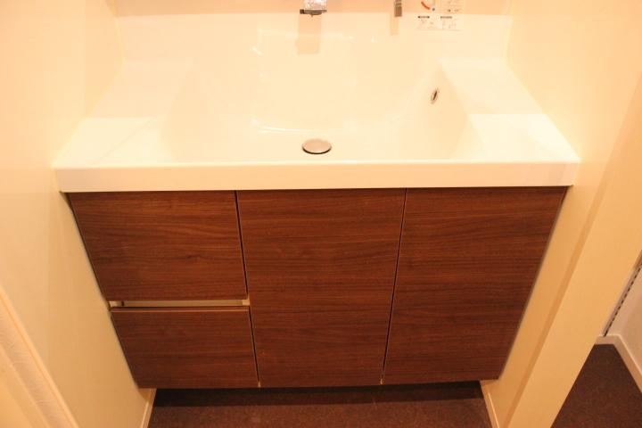 洗面台も広く収納力ももちろんあります