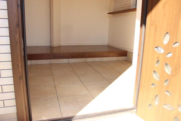 玄関のドアの模様がとてもおしゃれです