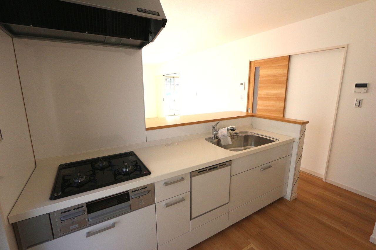 食器洗浄乾燥機付きで 家事の負担を軽減。