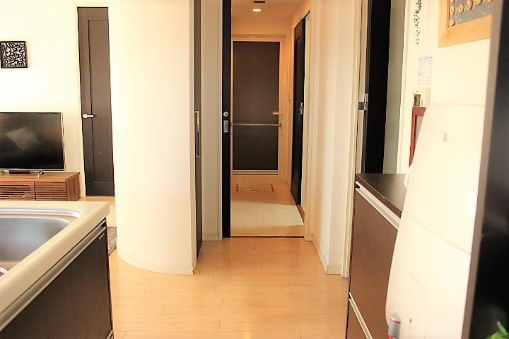 キッチンから洗面所、浴室と繋がっているので 家事がスムーズに進む動線となっています
