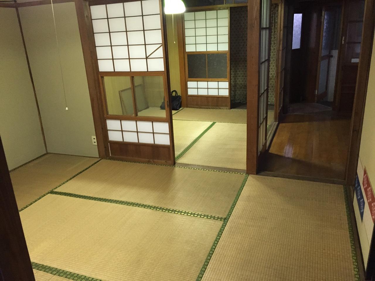 お部屋はすべて畳の和風建築です