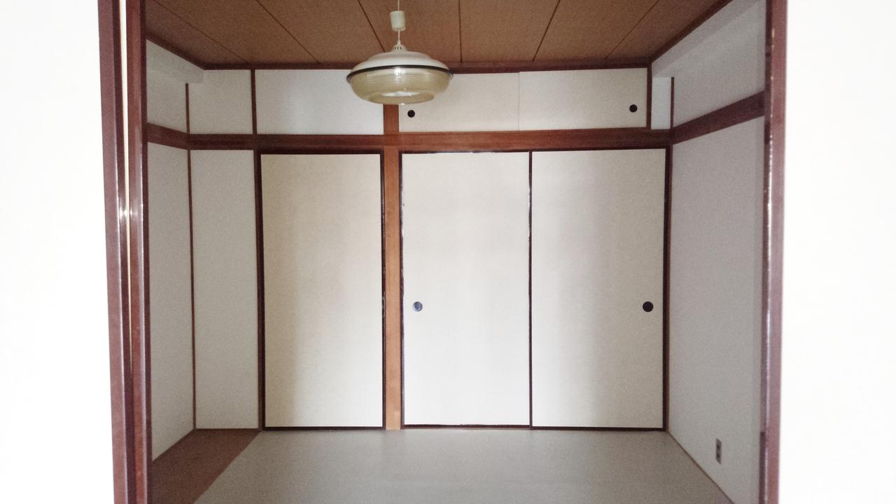 東側和室 押入れあり