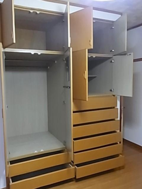 2階奥の洋室の収納 ハンガー物やたたみ物までたっぷり入る大容量