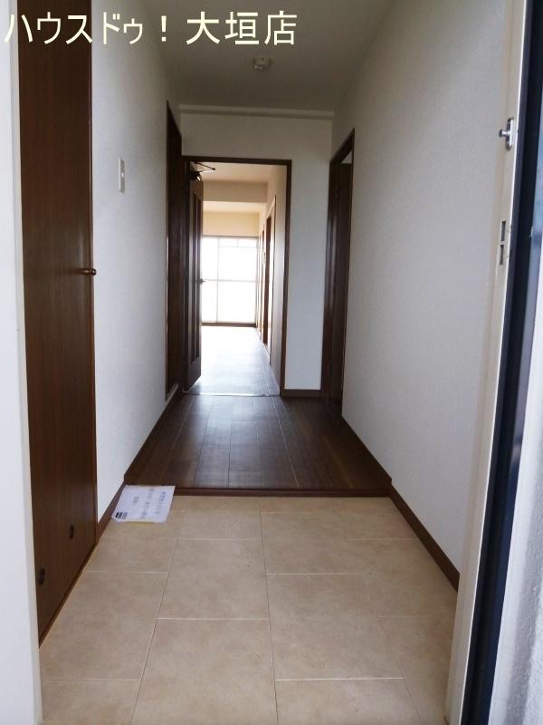 段差のない玄関は、足運びもスムーズです。