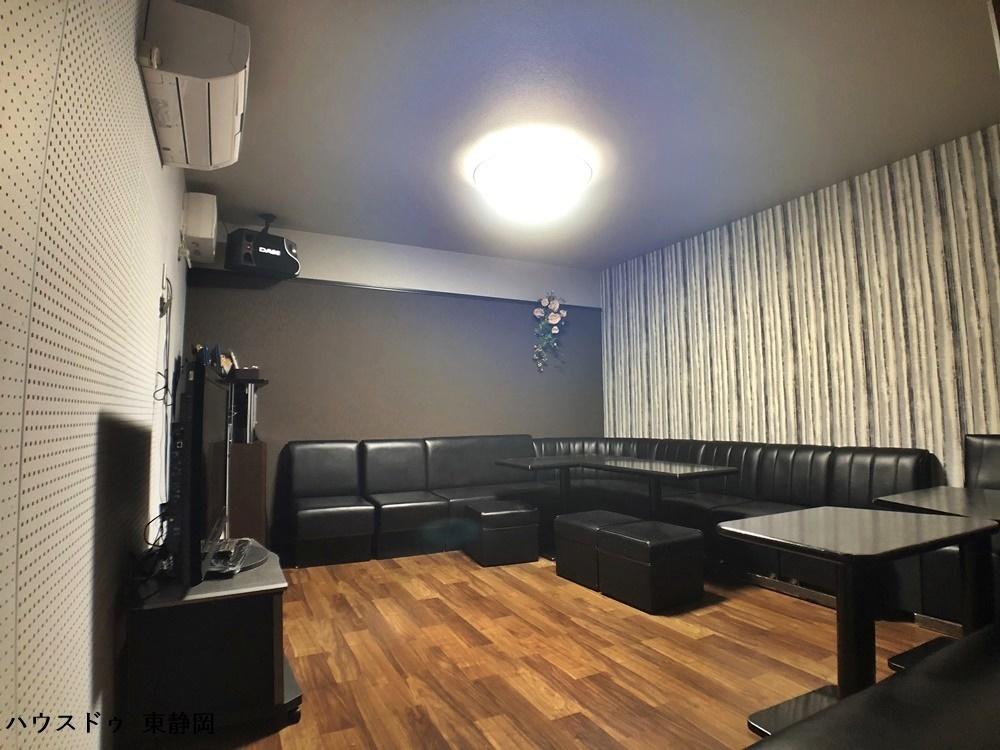 こちらの和室は窓があり明るいお部屋です