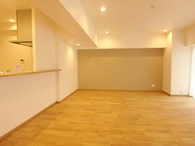 【外観写真】 リノベーションでまるで新築のような室内に!