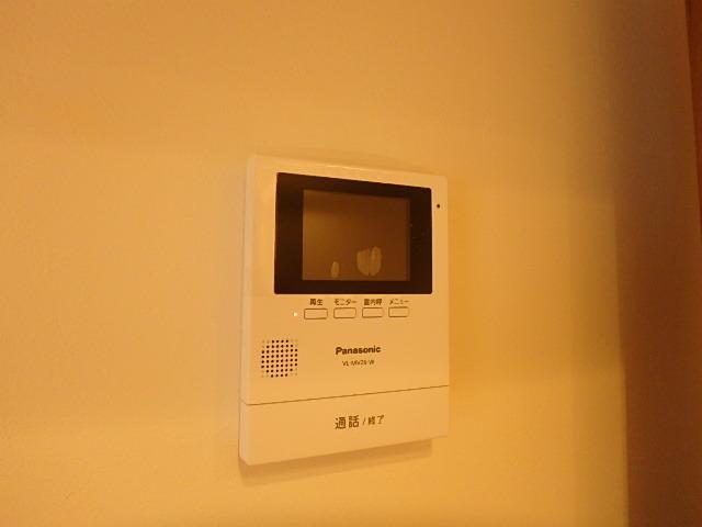 モニター付きインターホンで防犯面も安心です。