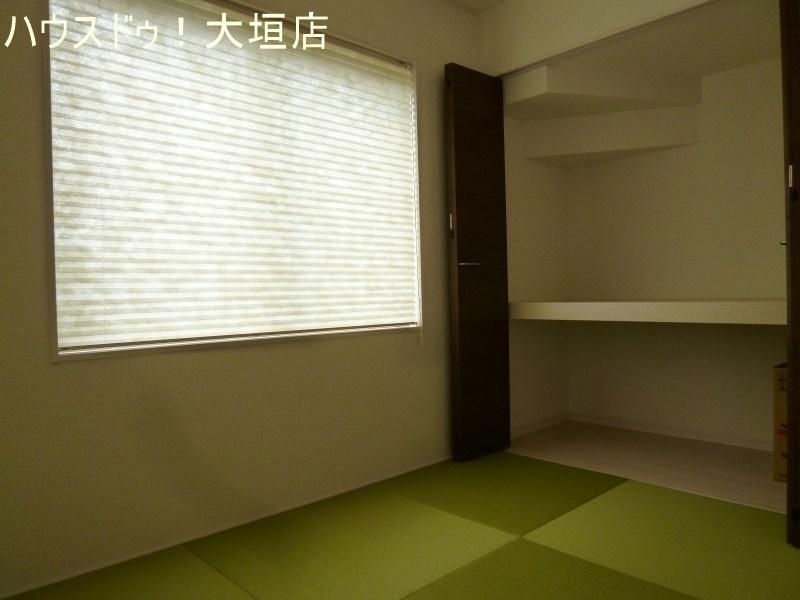 リビング横に畳スペースがあり、子育て中のお母さんに人気があります♪