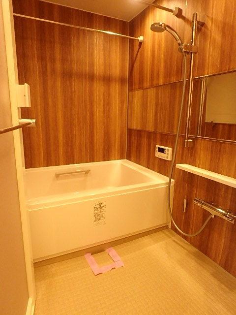 リラックスできる雰囲気の浴室内。 時間を忘れてゆったりできそう!