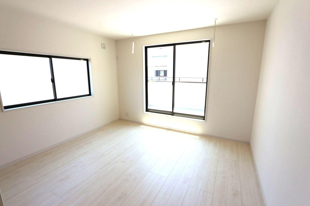 2階洋室は全てフローリング貼。
