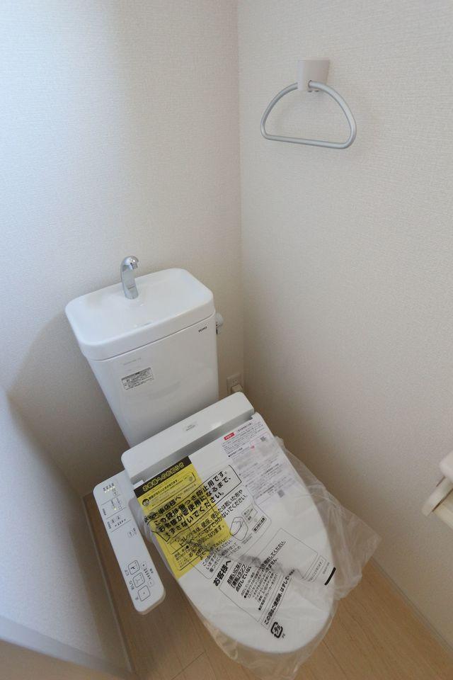 1・2階共に温水洗浄便座を設置。