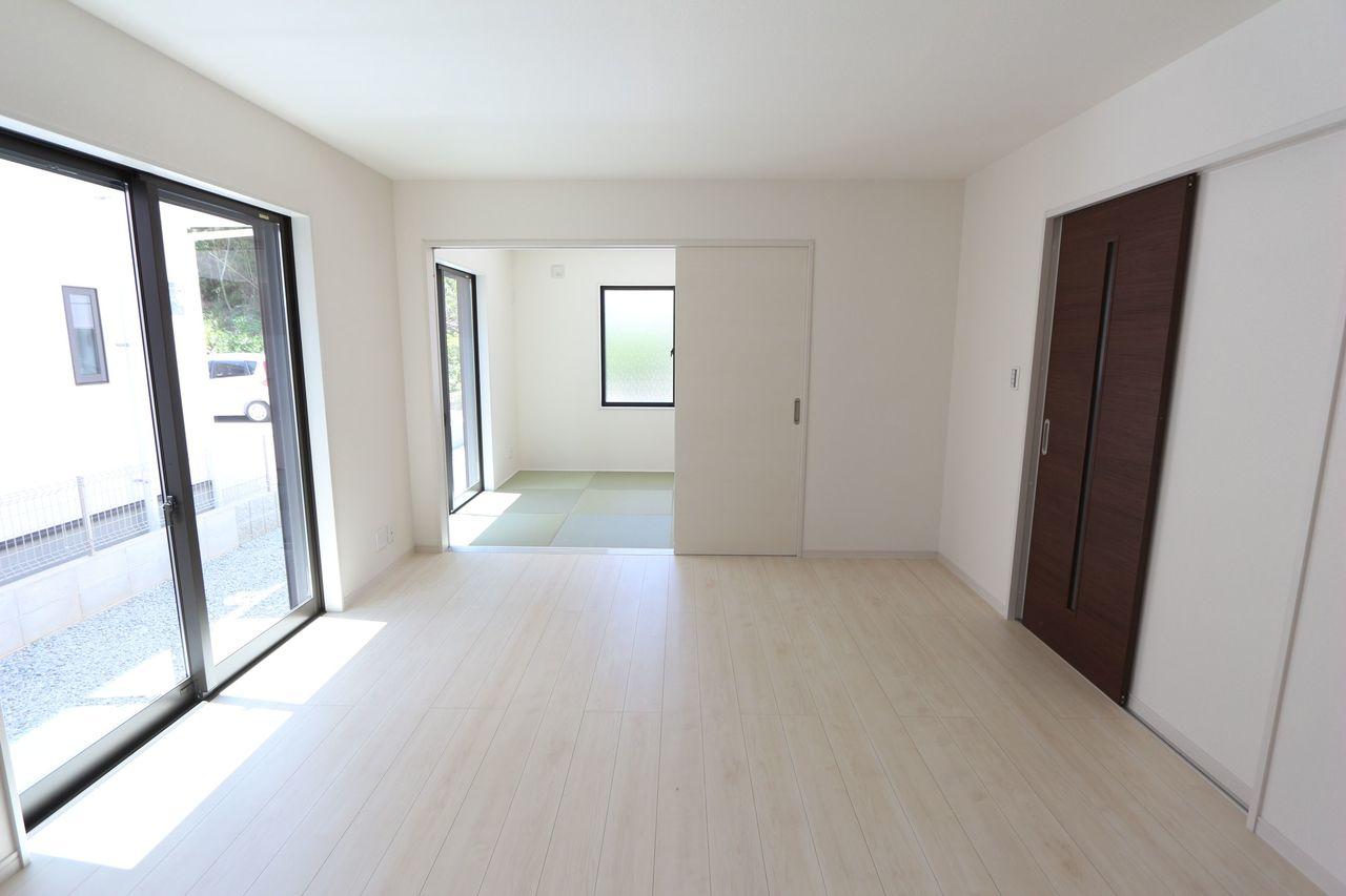 和室と合わせて22.5帖の大きな空間。