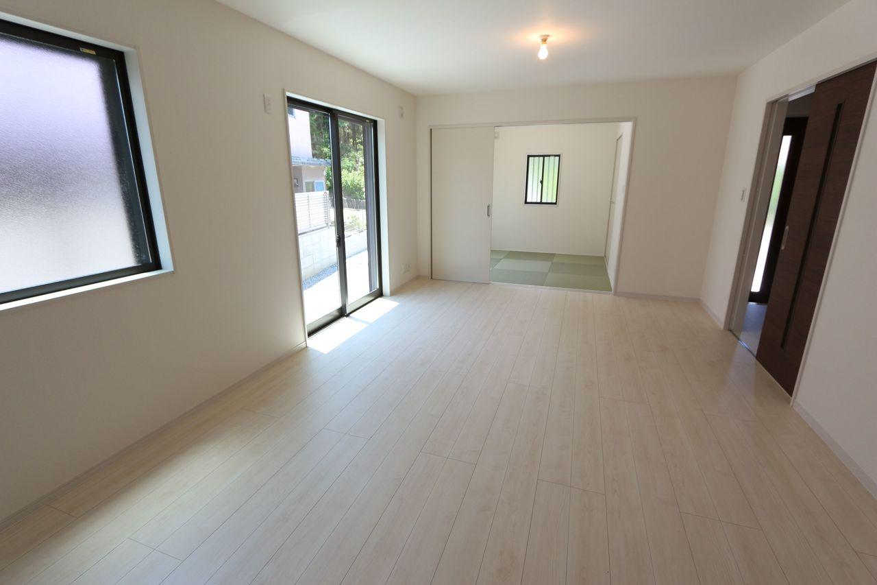 和室と合わせて22.5帖の大きな スペースを確保。