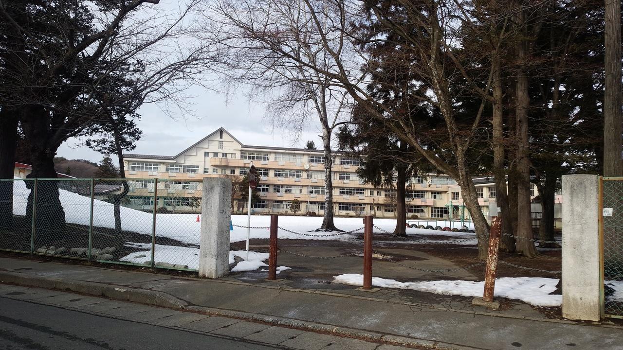 山岸小学校 約750m(徒歩10分)