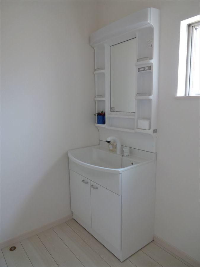 毎日お使いになる洗面所は、明るく清潔感のあるスペースです!