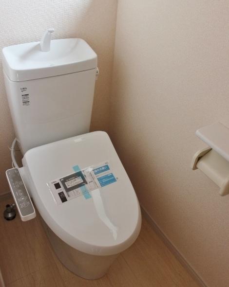 トイレ 1階2階ともに節水仕様トイレを採用。 お手入れも簡単なトイレで家事時間を短縮 リーブルガーデン同仕様写真