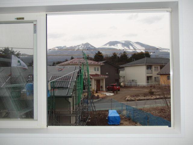 北側窓からは雄大な浅間山が見えます。