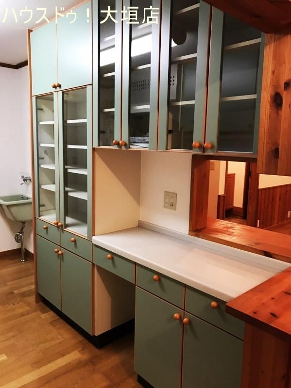 収納力大の造り付け棚で物が多くなりがちなキッチンもスッキリします。