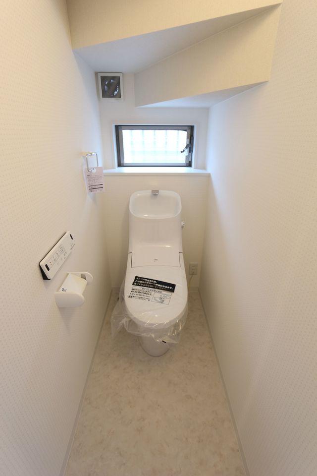 1・2階共にタンクレスの洗浄便座を 設置しました。