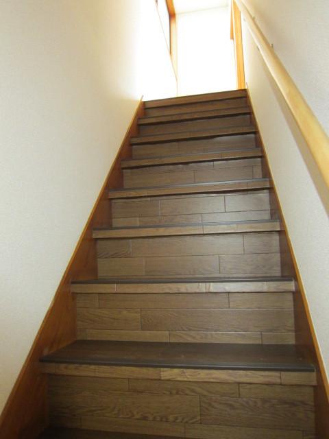 階段に手すり付けました