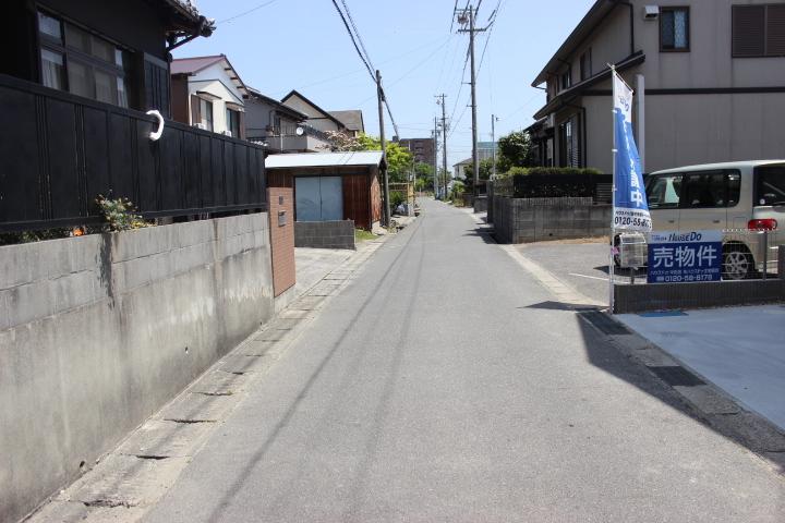 交通量の少ない一本道