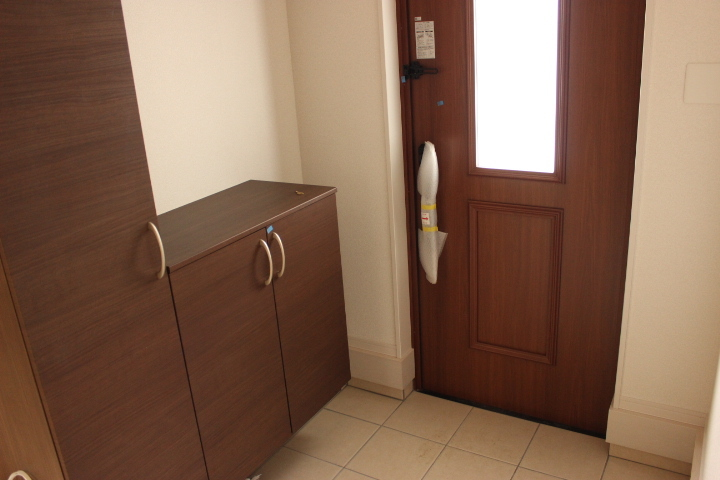 玄関にはシューズボックスがありますので、スッキリ片付きます