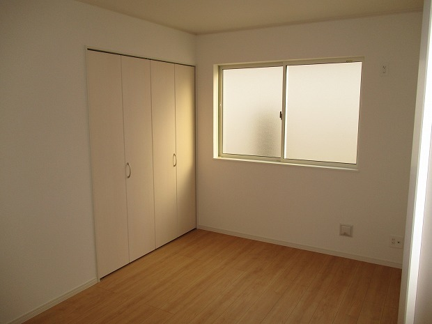 2階/真ん中洋室6帖