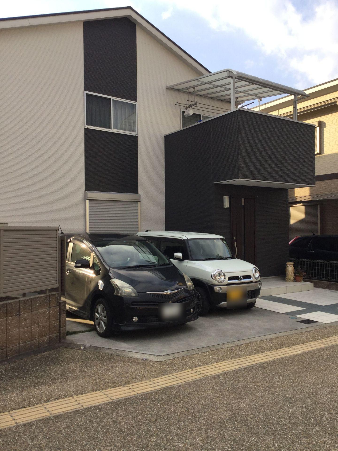 【外観写真】 駐車2台可能。 前面道路幅も約12mございますので 大型車でも楽々出入りして頂けます。