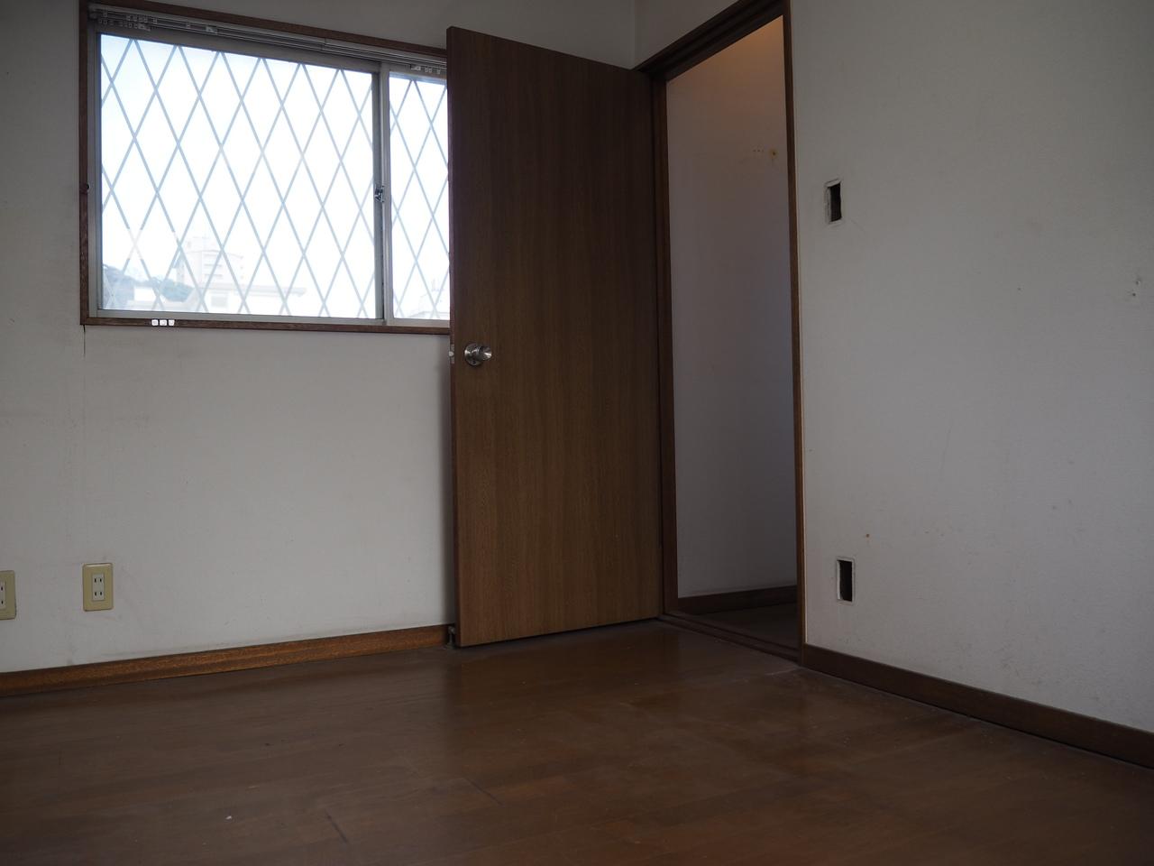 2階洋室部分の様子です。