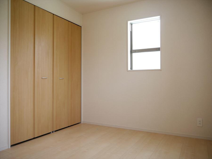 大きめの収納が完備されています!衣類だけでなく、季節物など、しっかり保管でき、スッキリとした住空間に・・・◎