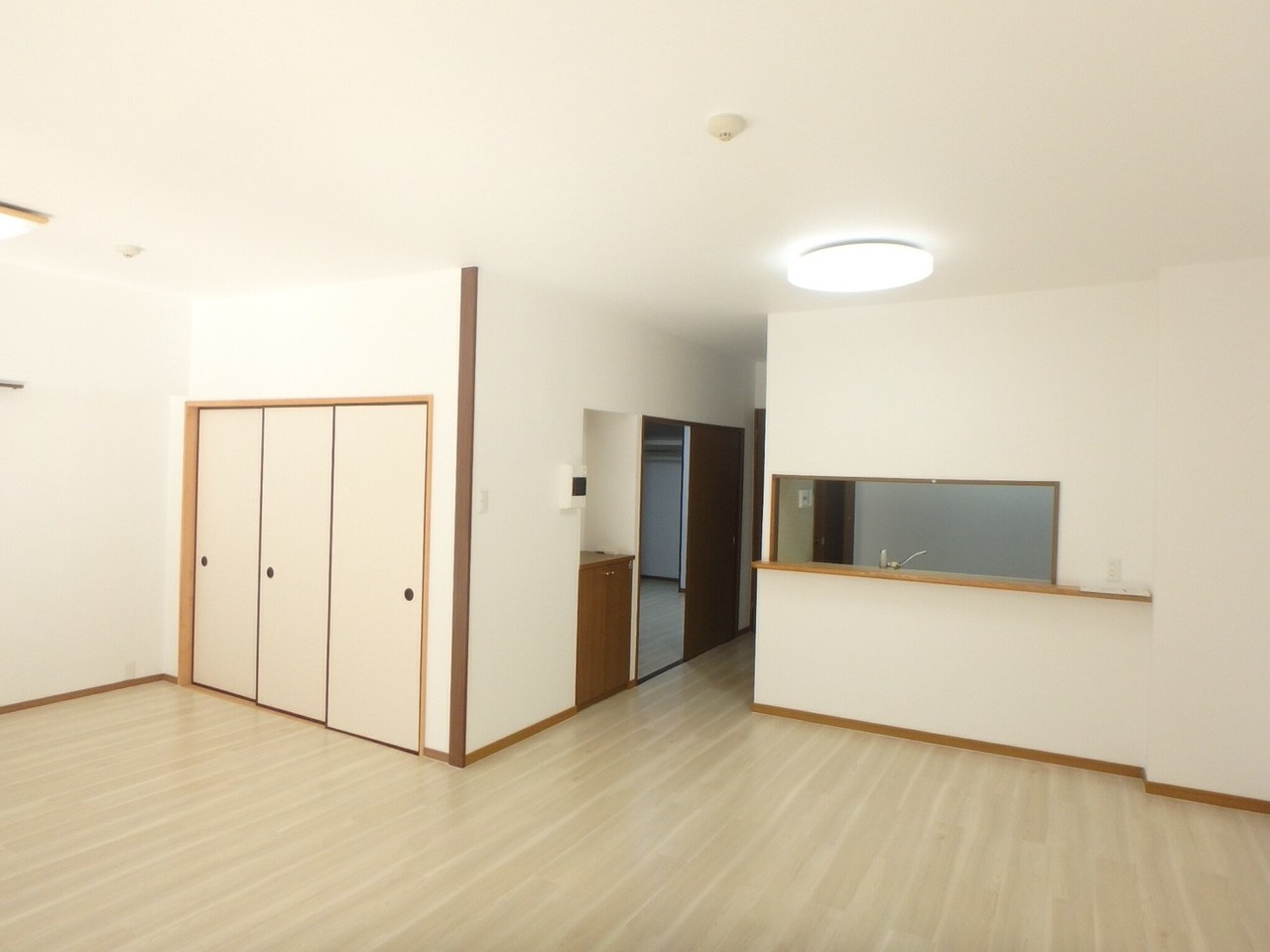 広々とした開放的な空間です。 収納スペースが多いところが魅力的ですね◎