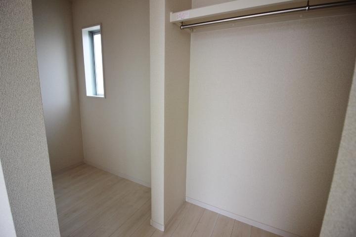 2階9帖洋室のウォークインクローゼット。大容量の収納です。