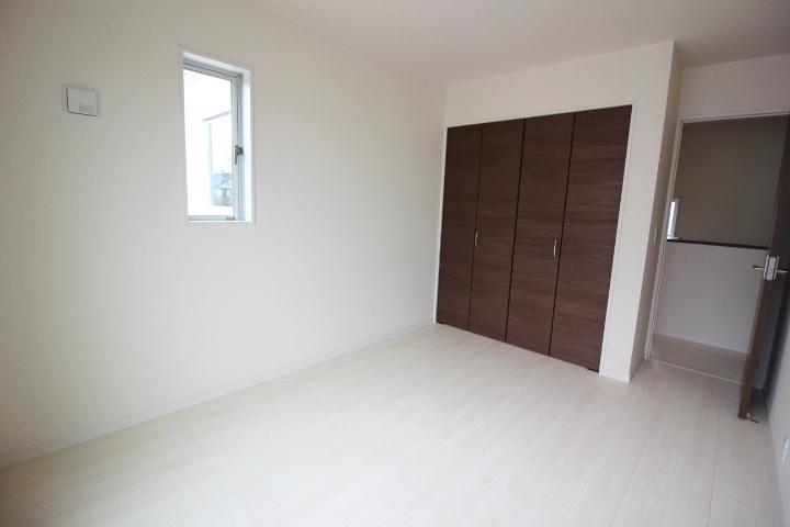 各居室に収納があるのでお部屋がスッキリ片付きます。