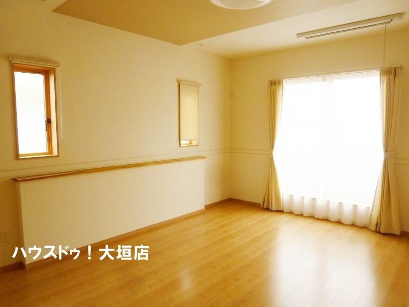 南と東に窓があり、開放的なお部屋です。