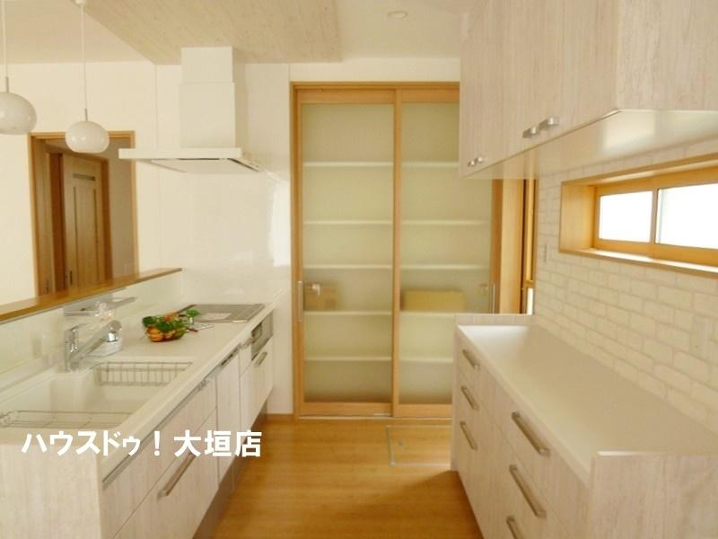 収納力大の広々キッチンでお料理も捗ります。