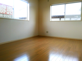 ◆小倉南区中曽根 庭付き一戸建て♪ 2面採光の6.5帖の洋室はお子様のお部屋に♪