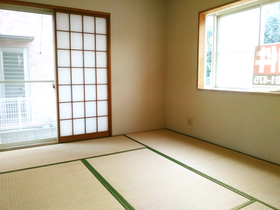 ◆小倉南区中曽根 庭付き一戸建て♪ 出窓付きの和室は畳の表替え・障子・襖の交換済みです♪