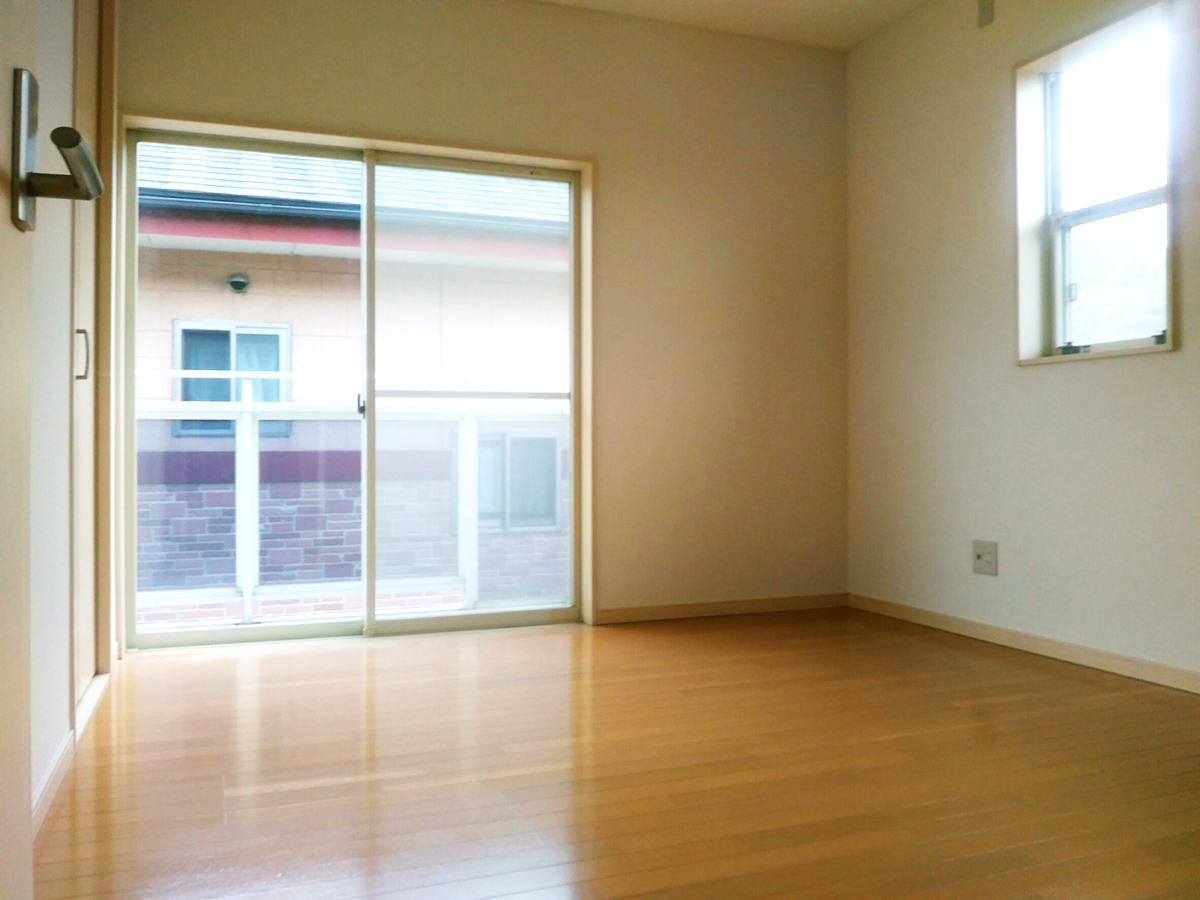 ◆小倉南区中曽根 庭付き一戸建て♪ 2面採光の5.5帖の洋室はお子様のお部屋に♪