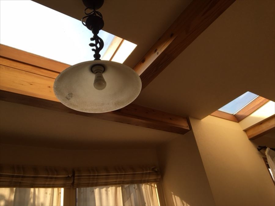 1階洋室の天井窓♪お部屋は暖かな日射しに包まれます。