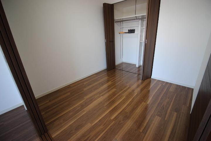 リビング横の洋室のお部屋です