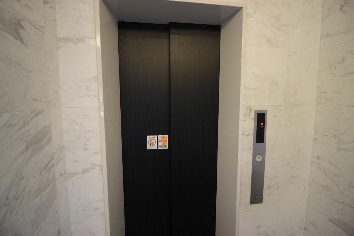 エレベーターがあるのでベビーカーや重い荷物も安心ですね。