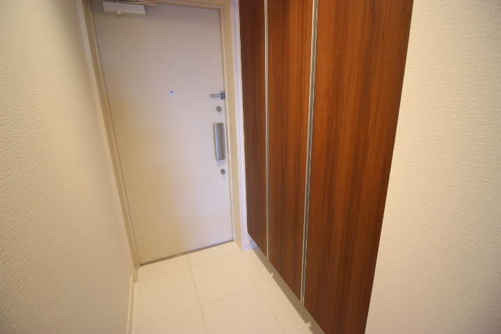 シューズボックス付きのスッキリとした玄関です