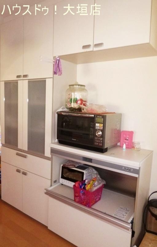 キッチンの後ろ側には、収納スペースがいっぱい!